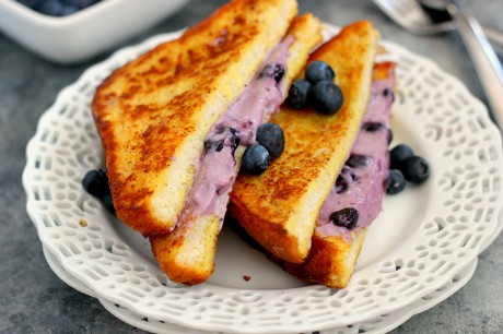 blueberry-cheesecake-stuffed-french-toast2