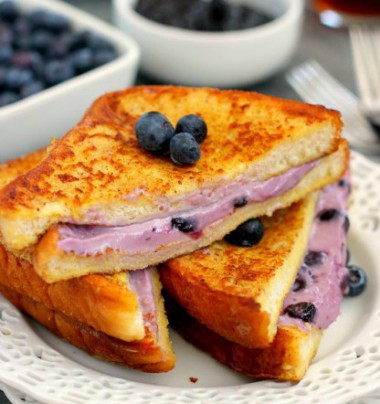 blueberry-cheesecake-stuffed-french-toast5