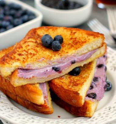 blueberry-cheesecake-stuffed-french-toast5